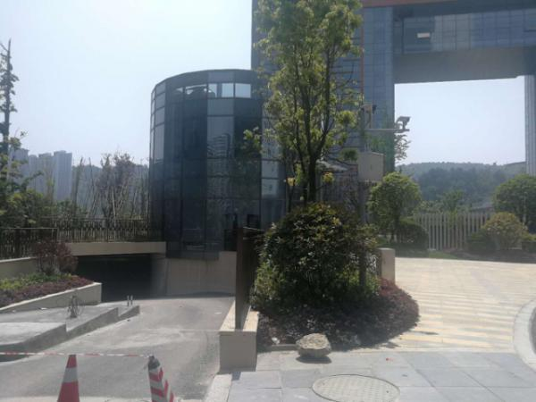 云岩区未来方舟D4组团一楼门面房东直租 免租期5个月