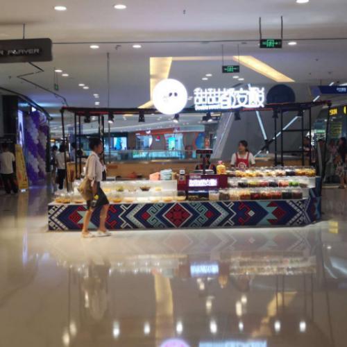 安吉万达广场商场3楼电梯口15平品牌旺铺转让