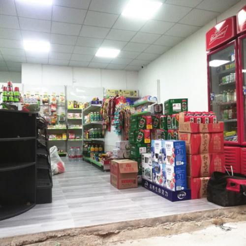 新阳路小区出入口50平便利店转让  有烟证
