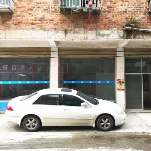 华南城南乡社区三街110平米三门头空铺出租   无行业限制
