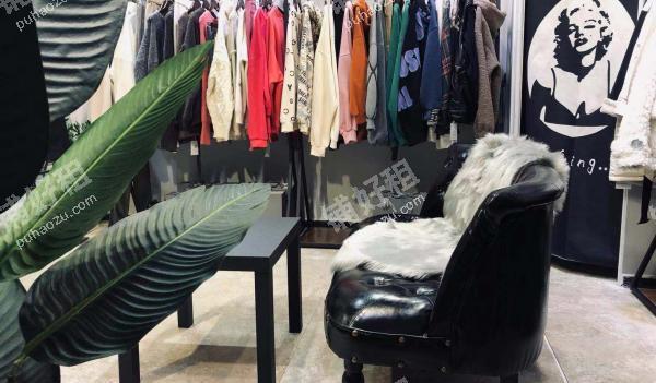三峡广场小新街16平米服饰鞋包出租