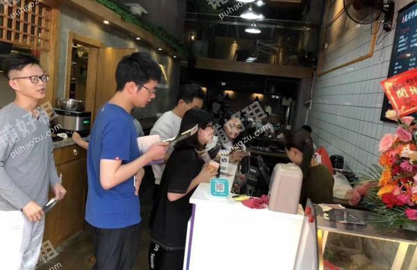 华南万博四路84平米小吃快餐店转让