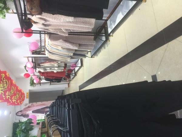 铜梁区和平路65平米服装店转让