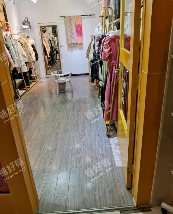 大西门恒峰步行街25平米服装店转让