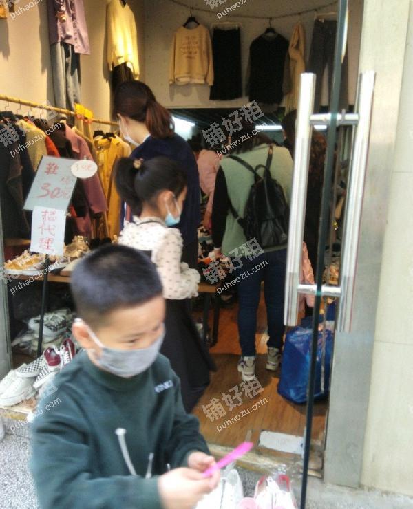 长安广场青年街25平米服装店转让