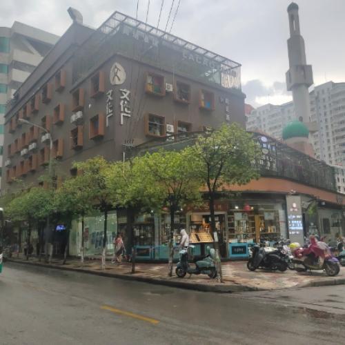 南屏街片区庆云街路口310空铺出租