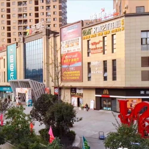 洪山武汉理工大学百瑞景旁购物中心直达电梯口1000平娱乐经营场地招租