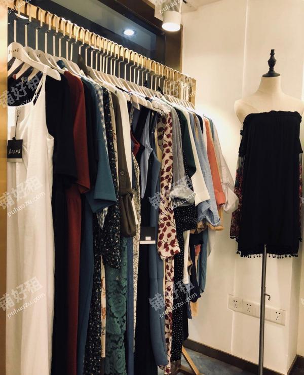 28平米服装店出租