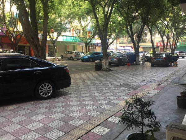 花都区商业大道45平米房产中介转让新华,临街商铺转让,位置好,租金便宜