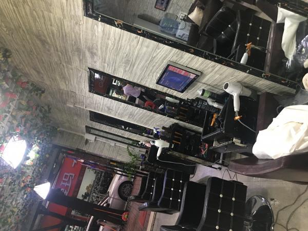 天河区黄村东圃临街美发店旺铺转让近地址口人流量大。中介勿扰