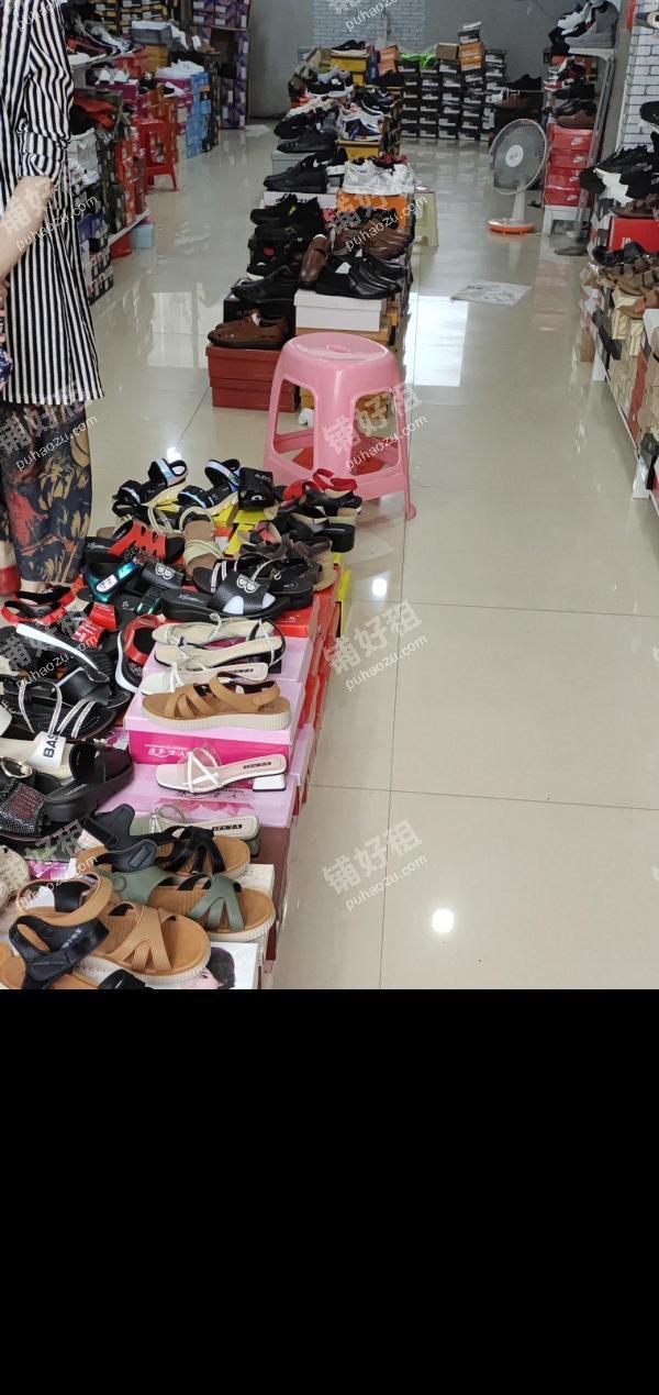 长安广场南长安街60平米服饰鞋包转让