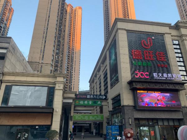 三桥恒大帝景门面房东直租(免租两月)