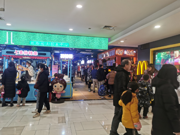 西市城购物中心扶梯口小吃店低价急转