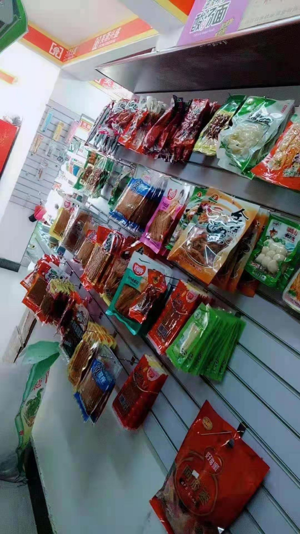 小区门口经营多年超市诚心转让