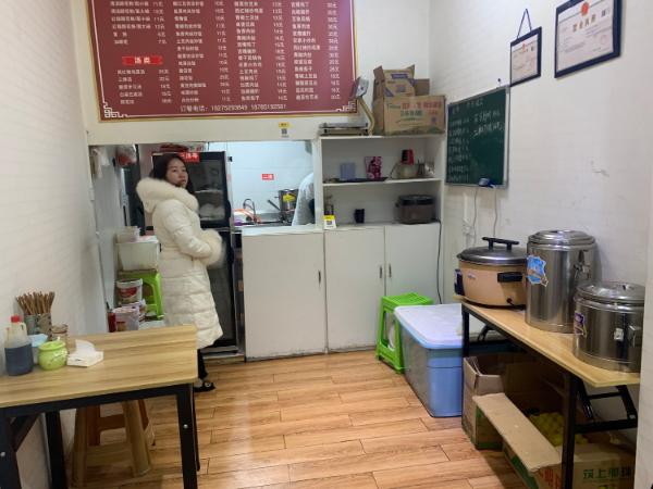 花果园餐饮店3.8万带设备急转