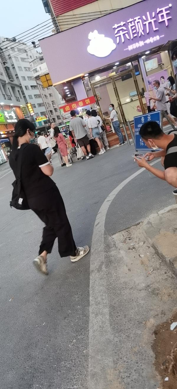 广州白云区永泰b2地铁口