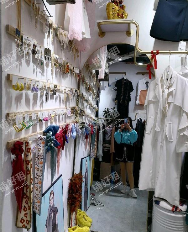 花果园花果园大街47平米服装店转让