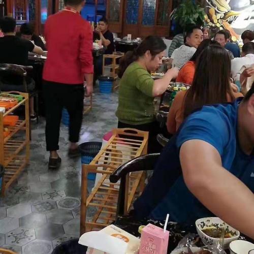年赚20万的餐饮旺铺便宜转让 看店勿扰员工