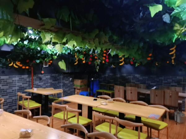 金阳绿地联盛入口处盈利餐饮店转让